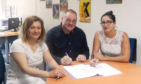 Frédéric Delafosse entouré de Morgane Adam, référente de la gestion de la restauration (à sa gauche) et Emmanuelle Oldra, référente de la gestion de l'entretien ©Restau'Co
