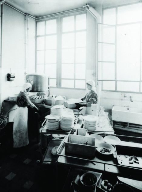 La plonge à l' Hôpital Beaujon en 1935 © AP-HP Service des Archives