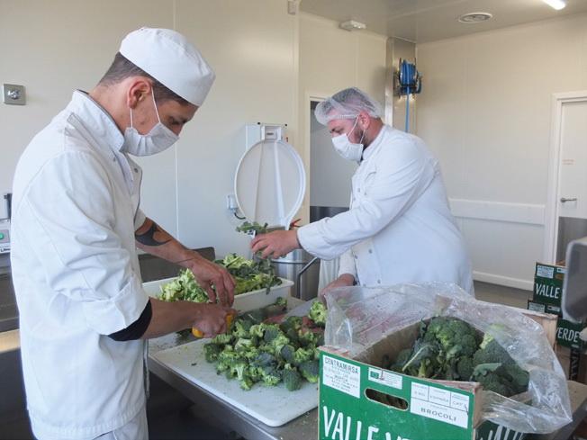La préparation des brocolis qui termineront en gratin